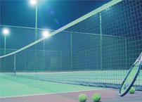 What kind of lamps should be used for indoor and outdoor tennis court lighting?